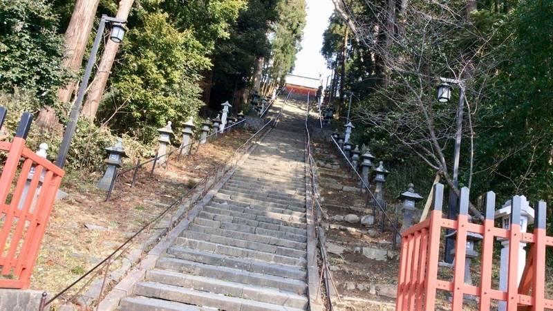 鹽竈神社 - 仙台市/宮城県 の見どころ。とても長い階... by アライさん   Omairi(おまいり)