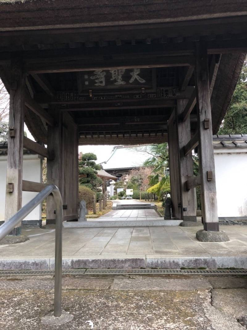 大聖寺 - 土浦市/茨城県 の見どころ。山門から続いて... by しん   Omairi(おまいり)