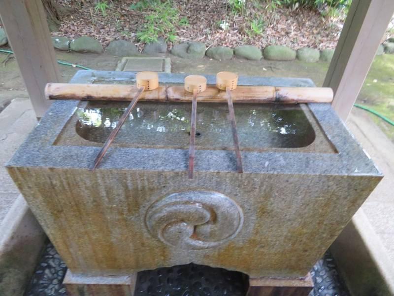赤坂氷川神社 - 港区/東京都 の見どころ。手水舎です... by タッツン | Omairi(おまいり)